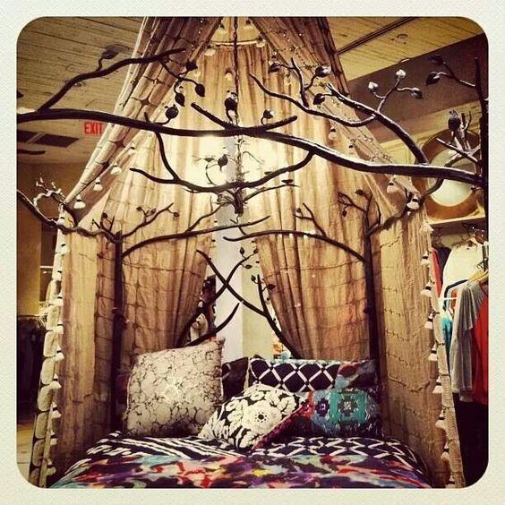 Красивый балдахин над кроватью