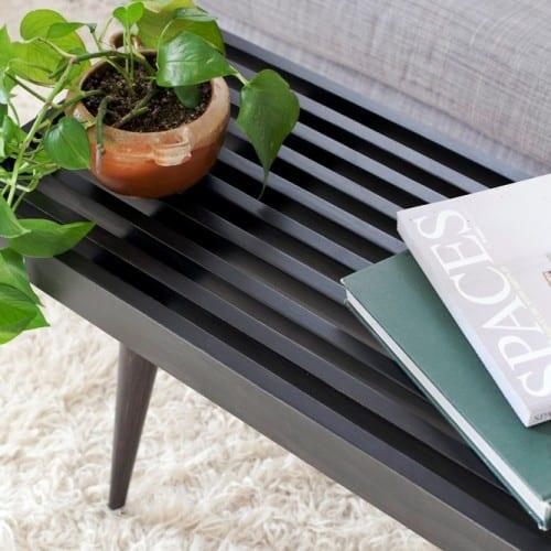 Журнальный столик из дерева