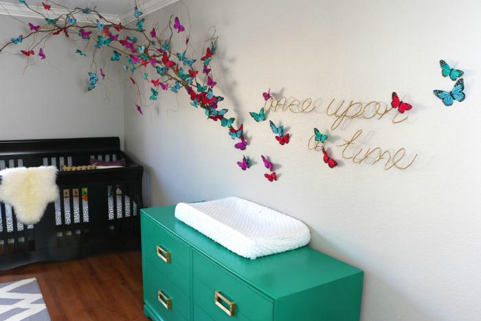 Ветка как украшение детской комнаты