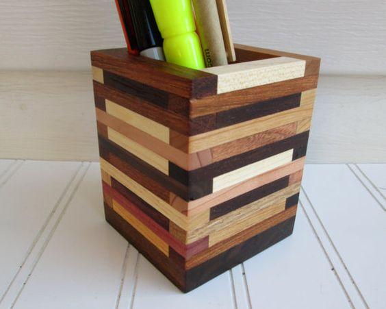 Подставка для ручек из разных пород дерева