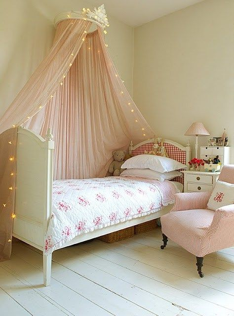 Балдахин для кровати у стены