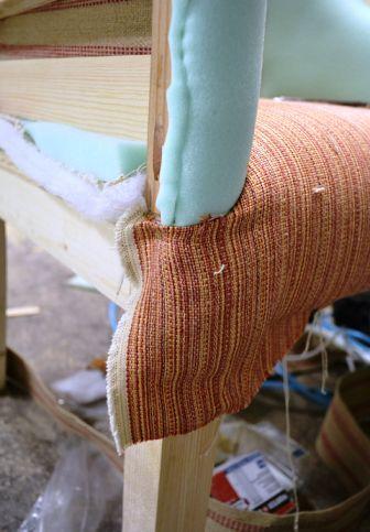 Сгиб мебельной ткани на кресло
