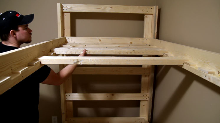 Установка реек дна кровати