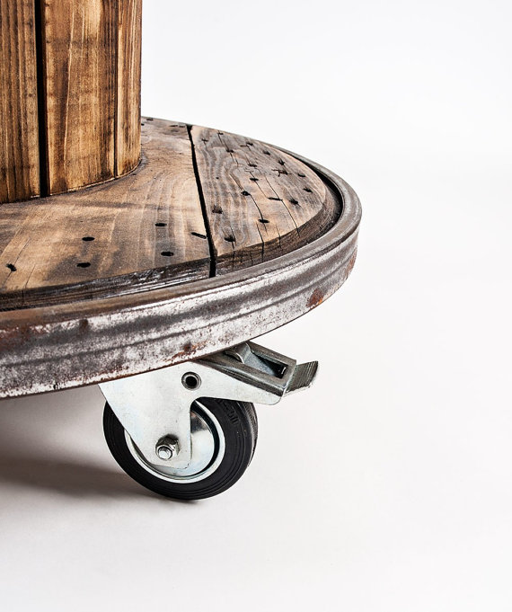 стол из катушки с колесиками