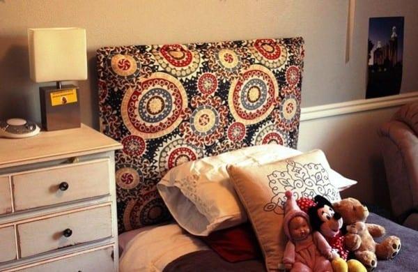 простое мягкое изголовье кровати