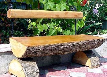 садовая скамейка из бревна